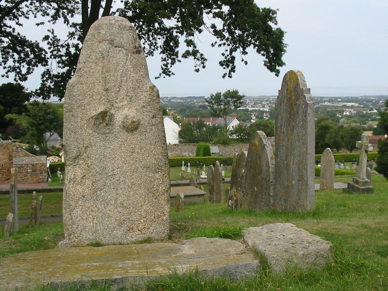 Statuenmenhir auf der Kanalinsel Guernsey