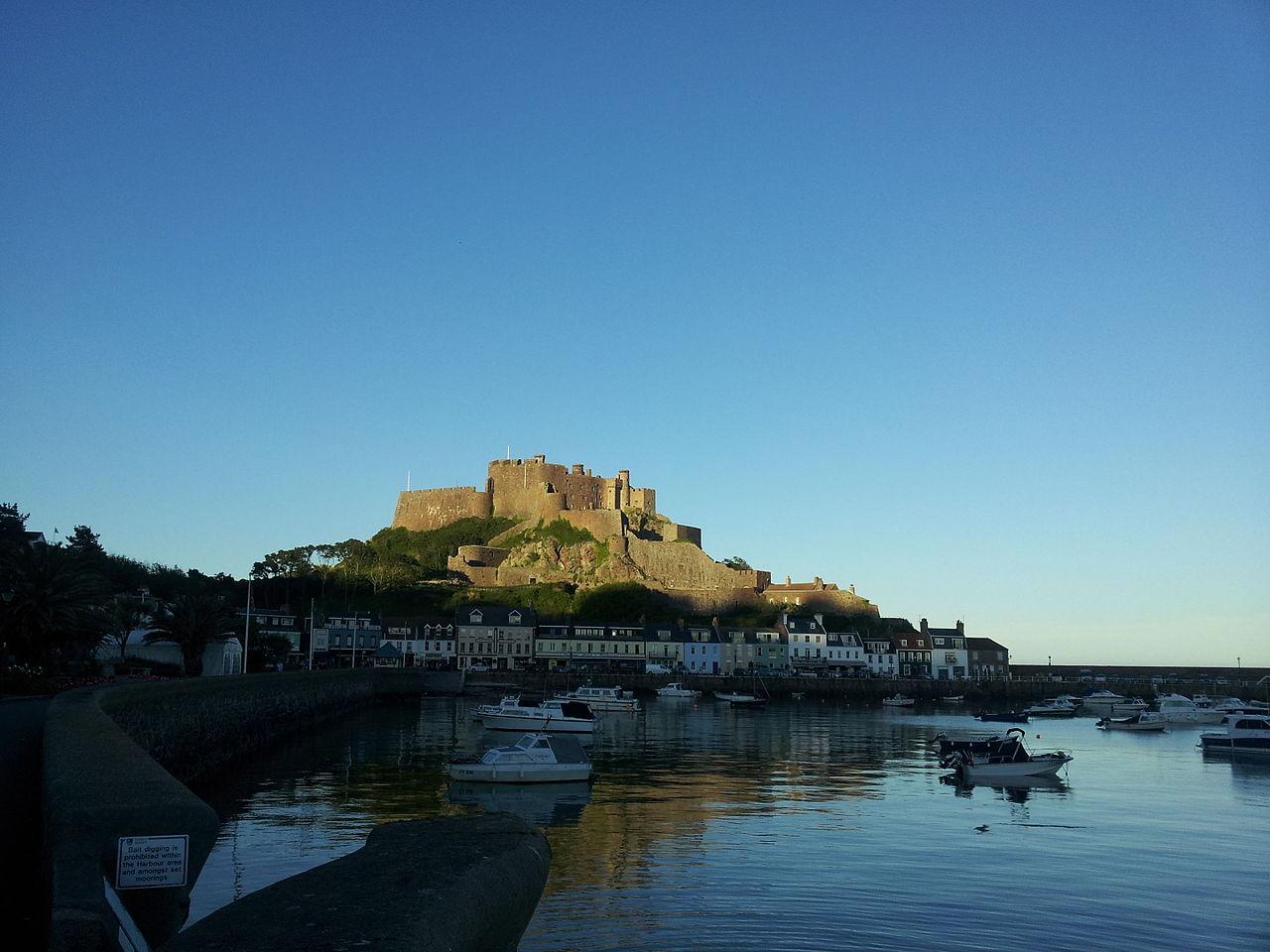 Die Burg Mont Orgueil auf Jersey