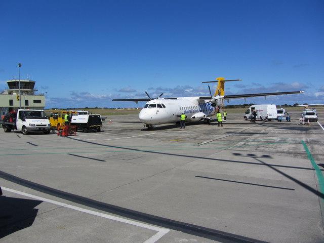 Guernsey - ein Flugzeug der Fluggesellschaft Aurigny auf dem Guernsey Airport