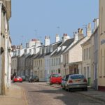 Alderney - Blick in die High Street in St. Anne auf Alderney